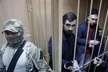 Ukrajinští námořníci, které ruské bezpečnostní složky zajaly loni v listopadu u Kerčského průlivu, u soudu.