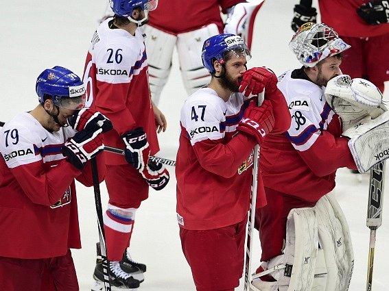Zklamaní čeští hráči po prohraném čtvrtfinále.
