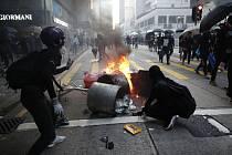 Protesty v Hongkongu provázejí střety s policií