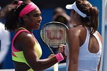 Serena Williamsová postoupila na Australian Open do čtvrtfinále přes Španělku Garbiňe Muguruzaovou.