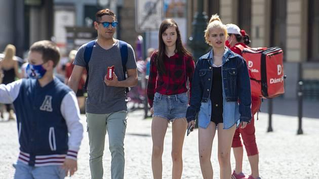 Lidé na ulici v Praze