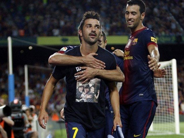 David Villa svlékl barcelonský dres a teď za to bude pykat.