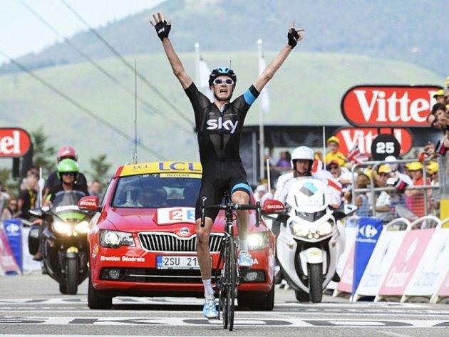 Vítěz Chris Froome v cíli osmé etapy Tour de France.