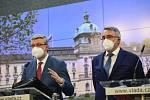 Zleva ministr průmyslu a obchodu a ministr dopravy Karel Havlíček (za ANO) a ministr obrany Lubomír Metnar (za ANO) vystoupili 29. března 2021 v Praze na tiskové konferenci po jednání vlády