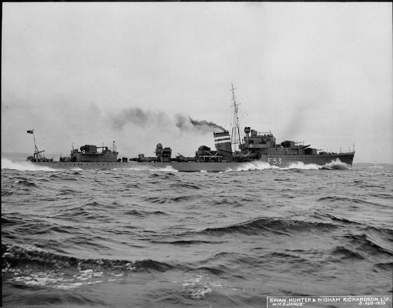 Další britský torpédoborec Janus při své zkušební plavbě