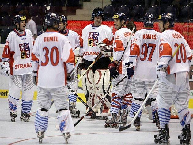 Čeští inline hokejisté se radují z výhry na MS.