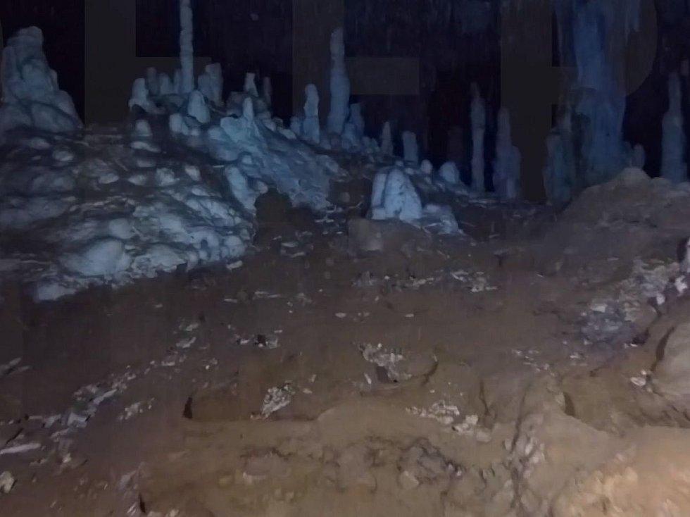 Dlouho se nevědělo, proč se pravěcí lidé do nebezpečných jeskynních labyrintů vůbec odvažovali
