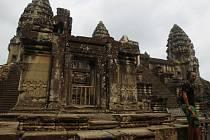 V okolí slavného kambodžského chrámového komplexu Angkor Vat objevili archeologové široký pás středověkých měst.