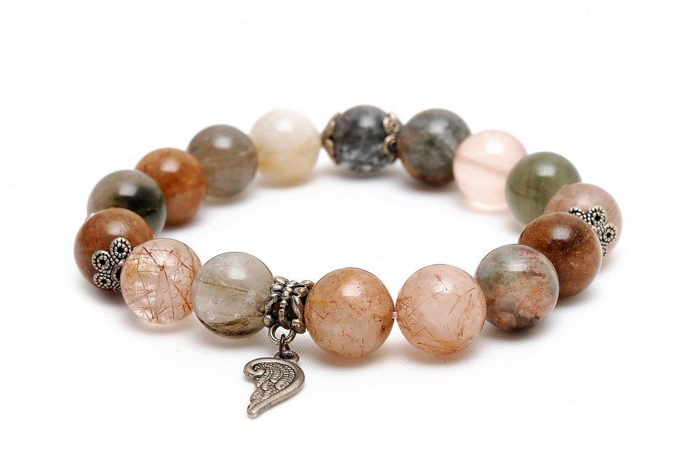Podle vyzařování energie se kameny rozlišují na projektivní, receptivní a dvojí polarity. První zmíněné nám dávají sílu, do okolí vysílají mužskou energii jang, která značí rozum, průbojnost a aktivitu.