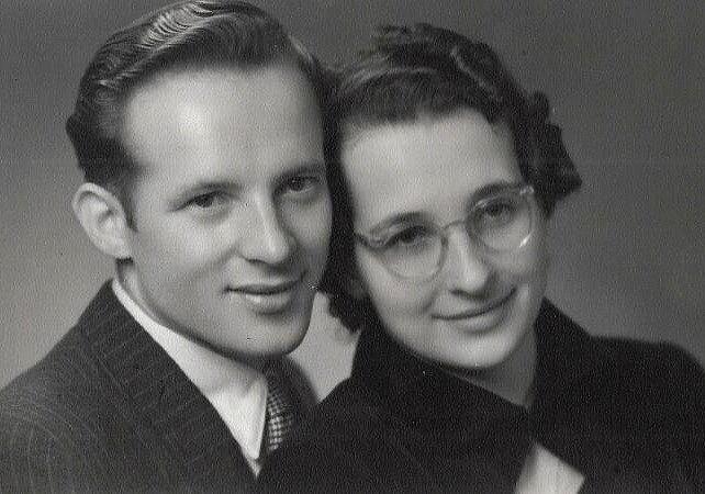 Na svatbě se fotit nesmělo, mládí manželů Galasových tak dokumentuje alespoň tento snímek z pozdější doby.