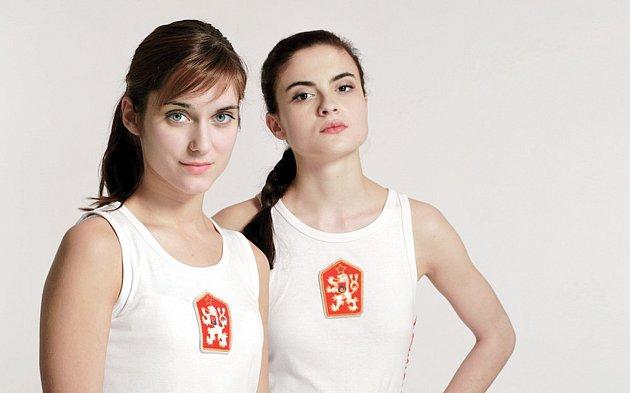 Návrat do minulosti. Vnedávné době se státní znak Československé socialistické republiky znovu připomněl filmem Fair Play, vněmž se představily Judit Bárdos a Eva Josefíková.