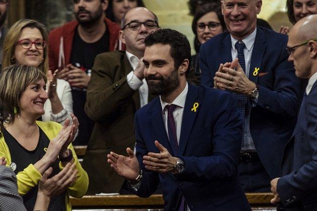 Roger Torrent (uprostřed) se stal novým předsedou katalánského parlamentu.