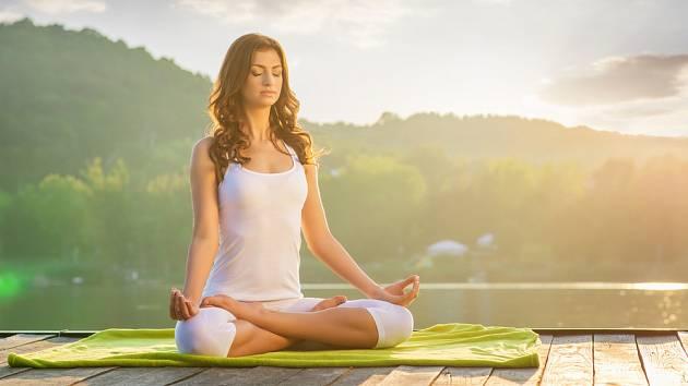 K tomu, abychom nezačali v některých situacích panikařit, neměli žaludek jako na vodě a neplísnili se výčitkami, nám pomohou různé techniky označované jako stres management.