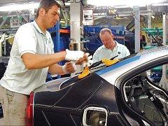 Tuzemský automobilový průmysl naplno roztočil největší vlnu propouštění za posledních několik let. O práci přijde až 13 500 zaměstnanců.