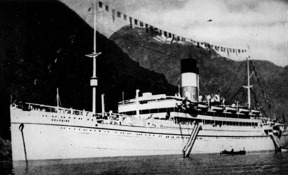 Křižník Voltaire sloužil původně jako osobní parník Lamport. V dubnu 1941 se stal jednou z řady obětí německé válečné lodi Thor, která ho potopila u Kapverd