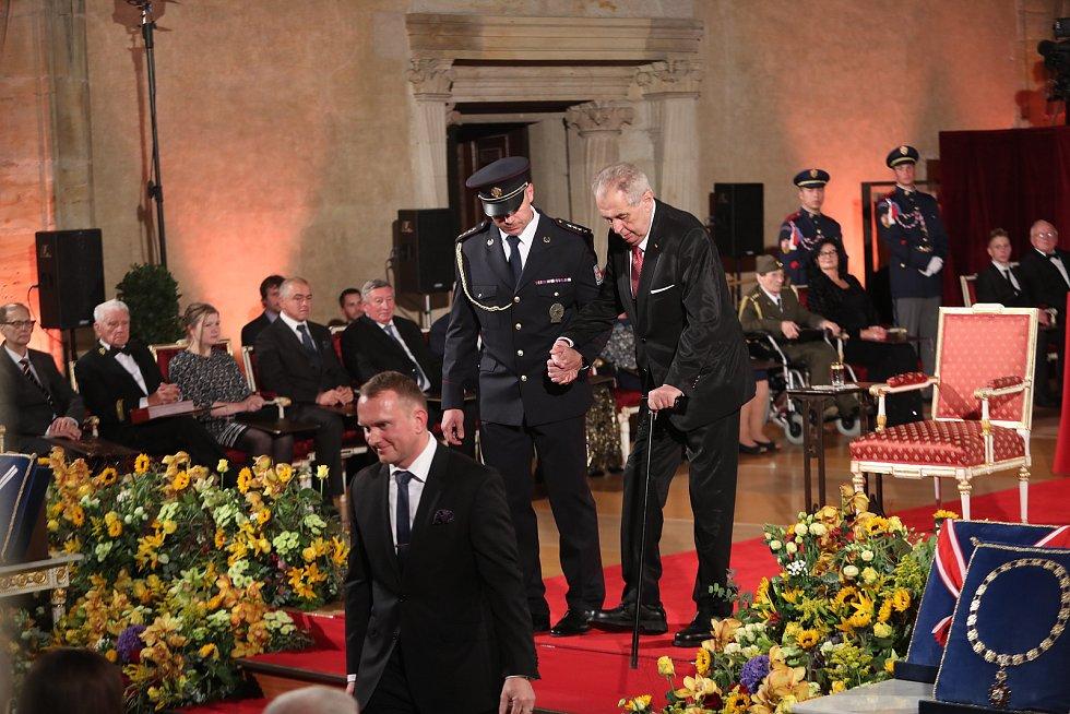 Předávání státních vyznamenání na Pražském hradě 28. října. Prezident Miloš Zeman.