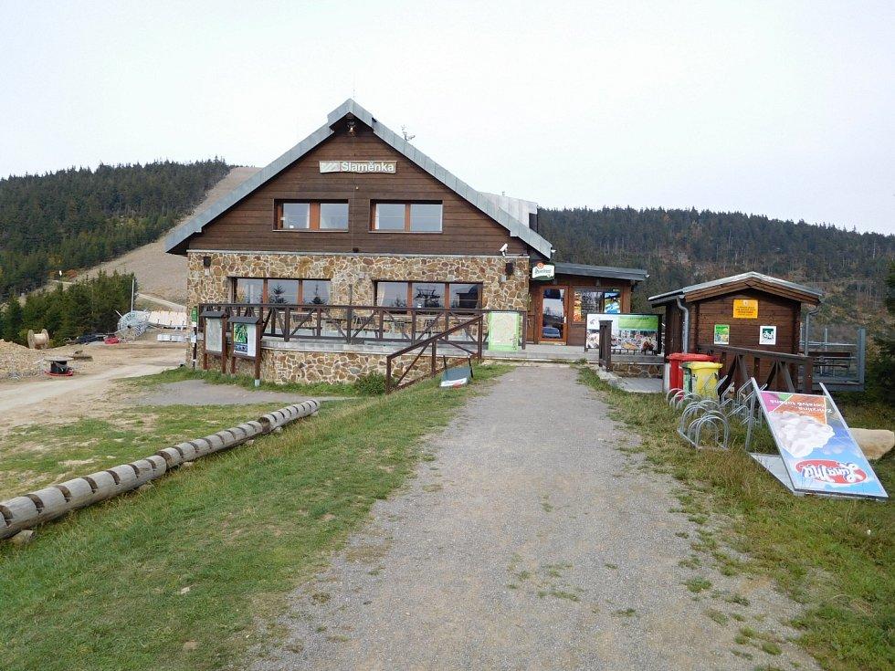Stezka v oblacích na Dolní Moravě: chata s restaurací Slaměnka