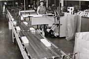 """V roce 1986 měl závod 514 pracovníků. """"Snahou všech bylo udržet zajištěním vysoké kvality výrobků titul Závod socialistické práce a Závod vzorné jakosti""""."""