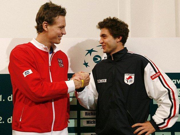 Tomáš Berdych a Gilles Simon pózují pro media.