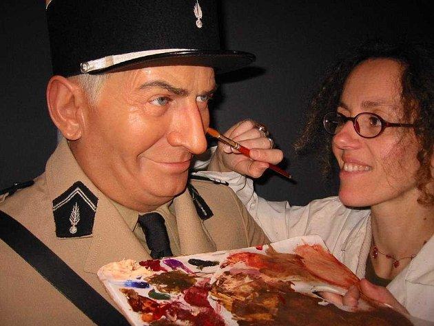 Praha získá další atrakci  - muzeum Grévin. Do otevření zbývají hodiny a tak se pilně dodělává, třeba slavný francouzský komik Louis de Funés.