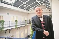 Není nic horšího než zpolitizované peníze, říká na adresu měnové politiky EU profesor Josef Šíma. Než se stal v roce 2009 rektorem vysoké školy CEVRO Institut, vyučoval na VŠE v Praze, postupně vedl katedry hospodářské politiky a institucionální ekonomie.