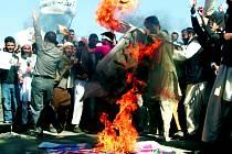 Kontroverzní film o proroku Mohamedovi rozpoutal protesty Afghánců.