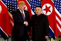 Americký prezident Donald Trump (vlevo) a severokorejský vůdce Kim Čong-un.