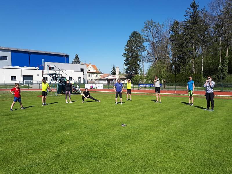 Mladí čáslavští atleti trénují pod vedením Ludmily Formanové.