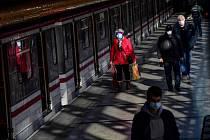 Cestující v metru na Rajské zahradě