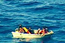 Trosečníci z potopeného katamaránu