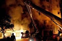 Požár textilky si vyžádal 112 obětí