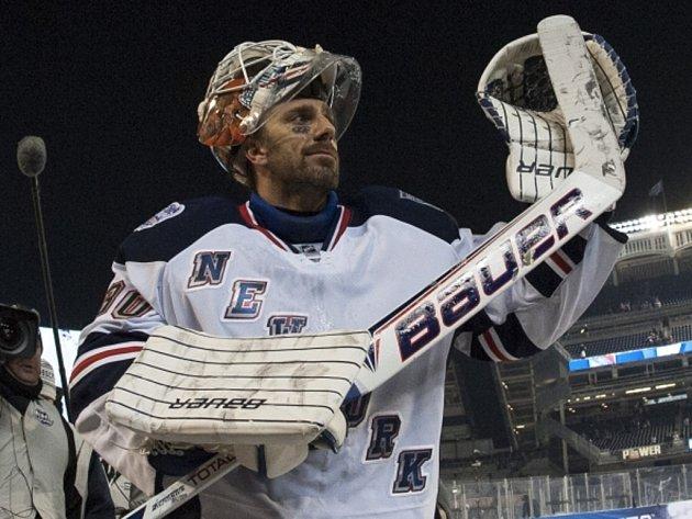Henrik Lundqvist vychytal Rangers pod širým nebem výhru proti Islanders.