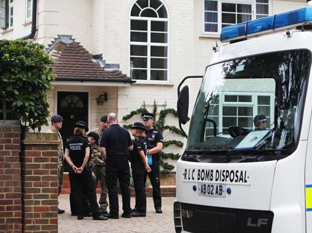 V londýnském domě členů britské rodiny iráckého původu se našly výbušné látky.
