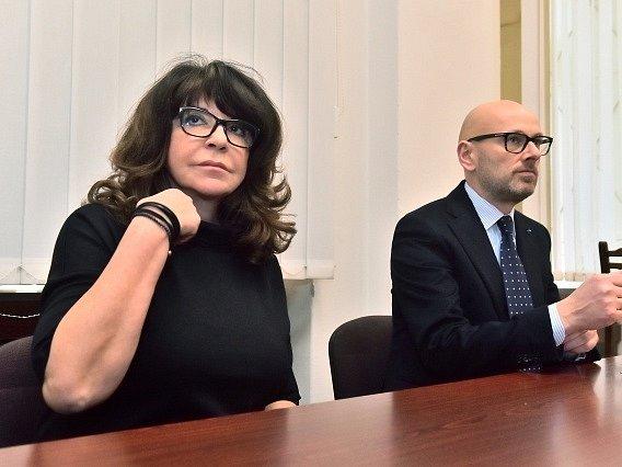 Obvodní soud pro Prahu 1 začal 2. března projednávat spor vnučky novináře Ferdinanda Peroutky Terezie Kaslové (na snímku) a Kanceláře prezidenta republiky kvůli výrokům prezidenta Miloše Zemana na Peroutkovu adresu.