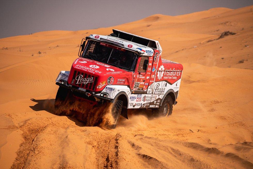 Kamion Praga za volantem s Alešem Lopraisem na trati Rallye Dakar
