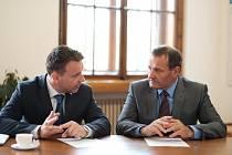 Ministr dopravy Vladimír Kremlík (vlevo) a Pavol Kováčik.