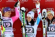 Trio nejlepších ze superobřího slalomu v Ga-Pa. Maria Höfl-Rieschová, Anna Fenningerová a Julia Mancusová.