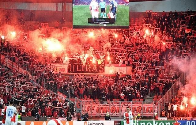 Slavia v Edenu porazila Union Berlín (fanoušci Unionu).