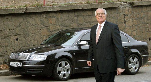 Václav Klaus u nové Škody Superb