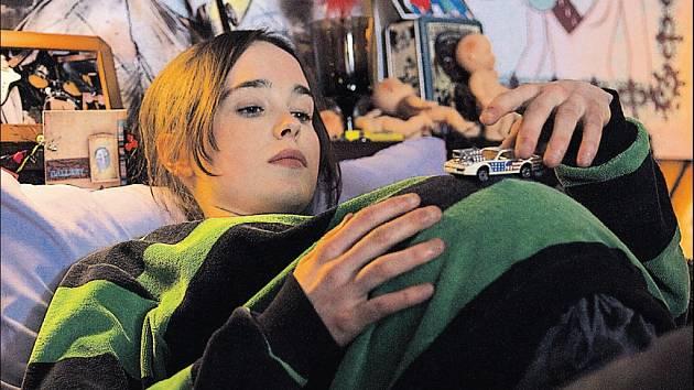 Bývalá striptérka Diablo Codyová napsala osvěžující příběh svérázné těhotné puberťačkyJuno (Ellen Pageová)