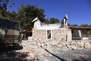 Zemětřesením zničený kostel na řeckém ostrově Kréta, 27. září 2021