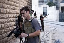 Bojovníci Islámského státu, kteří v Sýrii popravili amerického novináře Jamese Foleyho, požadovali za něj výkupné 100 milionů eur (2,8 miliardy korun).