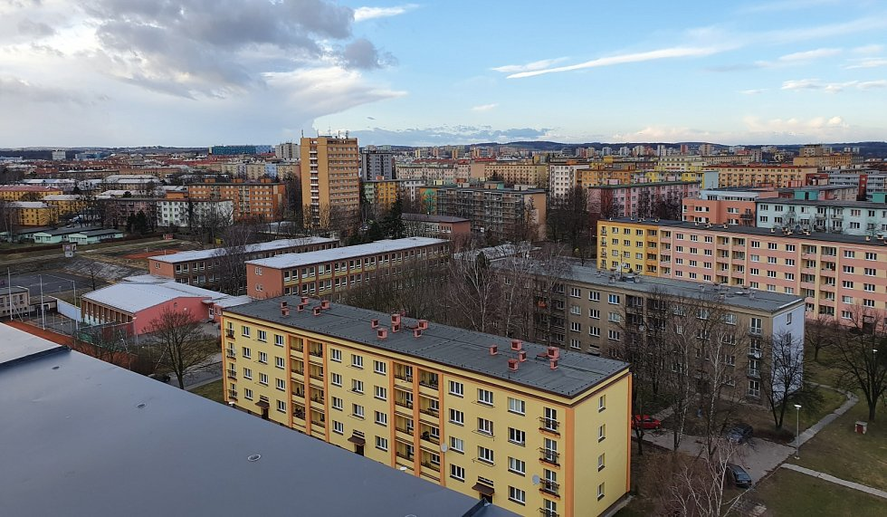 Sídliště Ostrava. Poruba obsahuje 4 436 bytů a žije v něm 18 000 obyvatel.