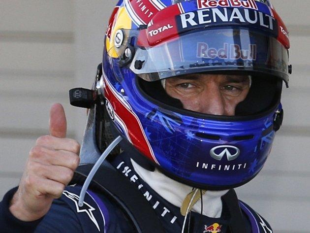 Pilot F1 Mark Webber na okruhu v Suzuce.