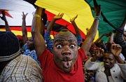 Zimbabwe slaví Mugabeho brzký konec