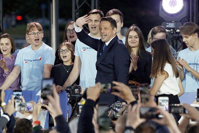 Prezidentský kandidát Rafal Trzaskowski krátce po zveřejnění odhadů