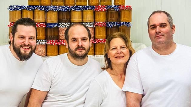 Řeznická rodina. Zdeněk, Láďa a Míša Absolonovi a strýc Ervín mají svoji práci rádi a dělají ji s láskou
