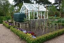 Čím větší skleník chcete mít, tím kvalitnější základy musíte vybudovat. Podezdívku přizpůsobte jeho velikosti a hmotnosti.