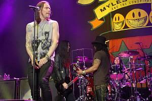V pražské O2 Areně vystoupil 9. února kytarista Slash se svou kapelou