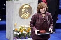 Rusky píšící běloruská spisovatelka oceněná Nobelovou cenou Světlana Alexijevičová.